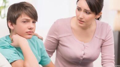 صورة ابني المراهق يصغي لأصدقائه أكثر مني ماذا أفعل؟