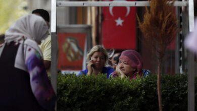 صورة أطباء وصيادلة أتراك يتاجرون بأوراق اللاجئين
