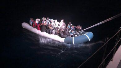صورة فضـ.ـيحة من العيار الثقيل: اليونان تلقي بلاجئين مكبلي الأيدي في البحر