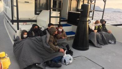 صورة إنقاذ 8 مهاجرين سوريين أجبرتهم اليونان على العودة إلى تركيا