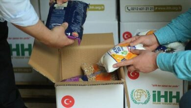 صورة توزيع قسائم غذائية على السوريين في هذه الولاية