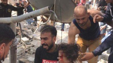 صورة (نايمة جنب ماما وصحيت كل شي رمـ.ـاد) طفلة فلسطينية تروي أهـ.ـوال قـ.ـصف منزل عائلتها واستـ.ـشهاد 25 شخصا (فيديو)