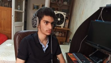 صورة سيكون واحداً من عظماء العالم.. شاب مصري يصـ.ـاب بمرض فريد.. لا يتكلم سوى الإنكليزية