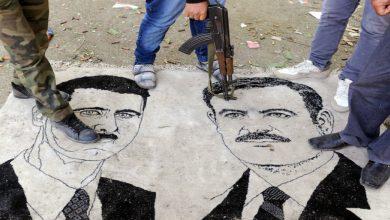 صورة المدينة السورية التي استقبلت الأسد بالأحذية.. كيف ركّعت الأب والابن